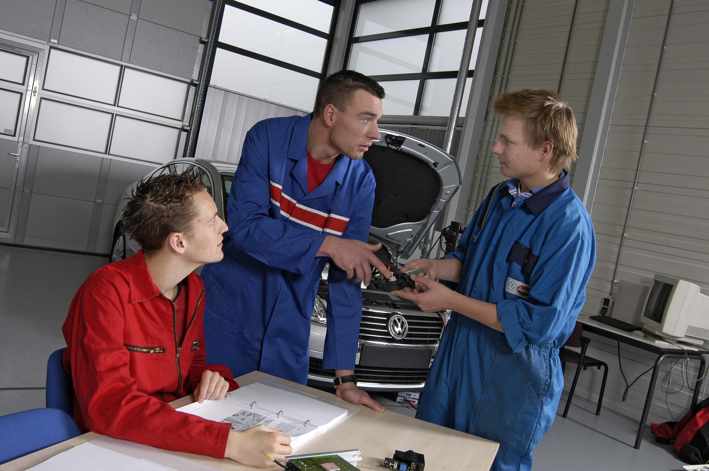 Innovam automonteurs leerlingen en leermeester